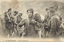 Pays Div-ref J416 - Guerre 1914-18- En Macedoine - Types De Comitadjis / Legere Tache Cote Haut Gauche  - - Macedonia