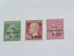 """LOT N°2 / 3 TIMBRES NEUFS SANS CHARNIERE """"   SEMEUSE ET PASTEUR SURCHARGES   """"  / TIMBRE 1900 A 1938 / COTE YT 375 EUROS - France"""