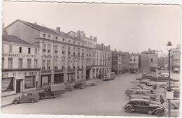 51 - CHALONS-SUR-MARNE (Marne) - Place De La République - Années 50 / Voitures, Autocar, Camion - Châlons-sur-Marne