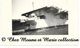 MARSEILLE 1957 - PORTE AVIONS BOIS BELLEAU - BOUCHES DU RHONE - PHOTO MILITAIRE 11 X 8.5 CM - Guerre, Militaire