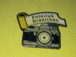 Pin 40 -  PHOTO, CAMERA,  FOTO KLUB GRONICHEN - Altri