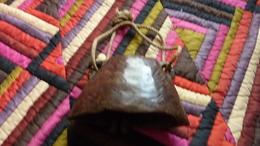 Ancienne Grosse Cloche En Bois - Bells