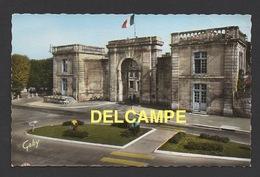 DF / 79 DEUX-SÈVRES / SAINT-MAIXENT-L'ECOLE / LA PORTE CHALON ET JARDINIERS MUNICIPAUX AU TRAVAIL / ANIMÉE - Saint Maixent L'Ecole