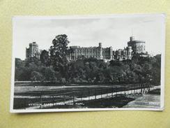 Le Château De Windsor Et Le Parc.