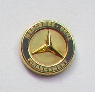 1 Pin's MERCEDES BENZ - FINANCEMENT Signé ATC - Mercedes