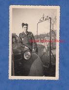 Photo Ancienne - SAINT DIZIER - Soldat Graizely , Régiment à Identifier - Voir Insigne Char ? - Auto Opel Kadett - Guerre, Militaire