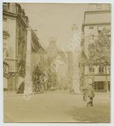 Paris. Carrefour Rues Royale Et Saint-Honoré Pavoisé (revue De Vincennes Mai 1905). Parfumerie Delettrez à Gauche. - Lieux