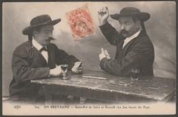 Domino Players, St Pol De Léon Et Roscoff, C.1905 - Le Deley CPA - Regional Games