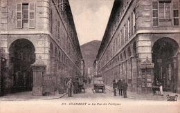 CPA 73 CHAMBERY La Rue Des Portiques Animée Commerces