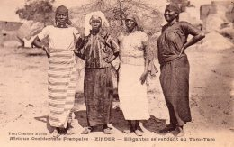 Zinder : élégantes Se Rendant Au Tam-tam (niger) - Dahomey