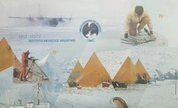 O) 2001 ARGENTINA, IMPERFORATE, PREHISTORIC ANIMAL FOSIL OF THE ANTARCTICA- SCIENTIST WITH MAPPING EQUIPMENT, BASE MARAM - Unused Stamps