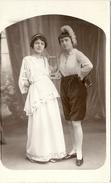 CPA  PHOTO DEUX  JEUNES  FEMMES  ET  HARPE DE THEATRE - Théâtre