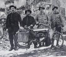 CPA THANN WWI 4 Poilus Avec Motocyclette Moto Les Diables Bleus Tampon Wesserling - War 1914-18