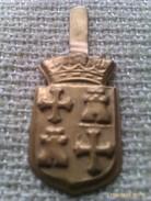 Emblema De Auxilio Social De Palencia. Guerra Civil Española. 1936-1939. Bando Nacional. Seccion Femenina De Falange - 1939-45