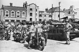 Militaria WW2 - La 2ème DB Fait Halte Dans Un Village Normand - 1939-45
