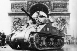 Militaria WW2 -  Char Sherman De La 2ème DB Sur Les Champs Elysées Le 25.08.1944 - 1939-45