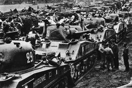Militaria WW2 -   Regroupement De Chars De La 2ème DB Après La Prise De Paris - 1939-45