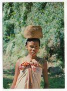 Madagascar--NOSY BE --Jeune Fille De Nosy-Bé  Cpm N° 2  éd ??? - Madagascar