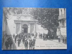 VAR  83  TOULON   -  SORTIE   ,  PORTE DE L´ ARSENAL  MARITIME      ANIME   TTB - Toulon