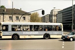 Bruxelles (1000) : L'autobus 8131 Aux Couleurs De Sarma Lux Longeant Les Ecuries Royales, Rue Ducale. Carte-Photo Rare. - Transport Urbain En Surface