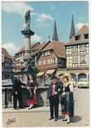 Obernai: 2x RENAULT DAUPHINE, MERCEDES 180 - Jeunes Gens En Costumes Regionaux - (France) - PKW