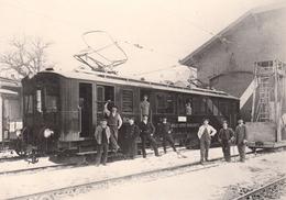 Reproduction : L'Ancien Dépôt D'Aigle Et Locomotrice (BCFe 4/4 11) Vers 1914  ASD BVA - Stations - Met Treinen