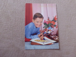 JEUNE GARCON DESSINANT ...BONNE FETE MAMAN - Mother's Day