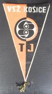 TJ VSŽ Košice SLOVAKIA FOOTBALL CLUB, SOCCER / FUTBOL / CALCIO, OLD PENNANT, SPORTS FLAG - Uniformes Recordatorios & Misc