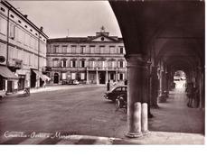 VENDO N.1 CARTOLINA DI CONCORDIA(MO) VISTA DEI PORTICI E MONICIPIO,FORMATO GRANDE IN BIANCO E NERO - Modena