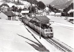 Train Pour Montreux En DT Quittant Rossinières 27.2.1965    M.O.B. BVA - Stations - Met Treinen