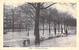 PARIS - INONDATIONS DE 1910 - Crue De La Seine : L'Avenue Montaigne - CPA - Seine - Paris Flood, 1910