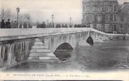 PARIS - INONDATIONS DE 1910 - Crue De La Seine :  Le Pont Royal - CPA - Seine - De Overstroming Van 1910