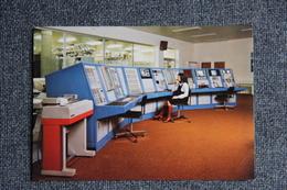 PLEUMEUR BODOU - Le Centre De Télécommunications Par Satellites, Le Pupitre Des Commandes. - Pleumeur-Bodou