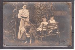 CPA  PHOTO  Enfants  Femme Et Chien  Ecrite - Postcards