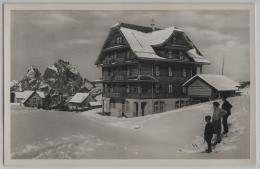 Gasthaus-Pension Klingenstock Stoos Im Winter En Hiver Mit Skifahrer - SZ Schwyz