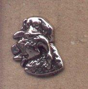 Pin Perro Con Pato En La Boca. Ref. 13-1147 - Pin