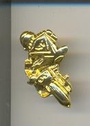 Pin Motorista En Curva. Dorado. Ref. 13-1150 - Pin