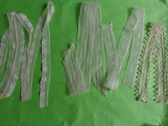 Lot De Dentelles -lot 7     -la Plus Grande  Larg 2.5cm Long 1.60m Environ - Laces & Cloth