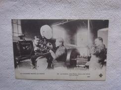 Cpa La Guerre Dans Le Nord Le Cinéma Des Poilus Dans Une Usine Sur Le Front. - 1914-18