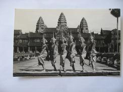 Cambodge  Danse Classique Khmere Sur Le Parvis D' Angkor Vat  Siemreap  Années 50 - Cambodge