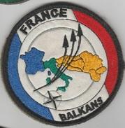 Insigne Tissu Scratch  France Opération Aérienne Dans Les Balkans - Stoffabzeichen