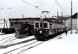 Devant Le Dépôt De Chernex (CFZe 4/4 27 Et 28, SIG 1924) 17.12.1976 Train  M.O.B. BVA - Stations - Met Treinen