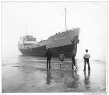 PHOTO.VECTIS ISLE.COWES.COASTER ENGELS MISLUKT AAN DE BELGISCHE KUST.COASTER ENGLISH FAILED ON THE BELGIAN COAST.1/11/72 - Boats