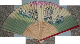 Rare éventail, Bois Bambou Découpé Et Papier Peint, Décor Scène Champêtre Asie Japon Fleurs - Eventails