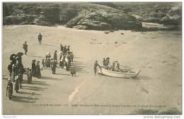 56 BELLE ILE EN MER  - SARAH BERNHARDT DEBARQUANT A BRAS D'HOMME SUR LA PLAGE DES POULAINS - Belle Ile En Mer