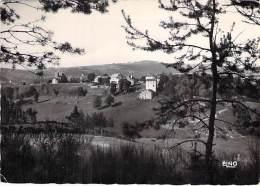 07 - ISSARLES : Paysage Sur Le Village Tombant à Pic Sur La Rive Gauche De La L - CPSM Dentelée N/B GF - Ardèche - France