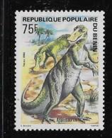 BENIN, 1984  SCOTT # 587    DINOSAURS: BRONTOSAURUS   Mint With Light Mark Of Hing - Bénin – Dahomey (1960-...)
