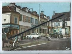 CPM -  Liancourt -  (Oise)  - Place De La Rochefoucauld  (auto , Voiture Ancienne , Citroën Ami 6 , Peugeot 403) - Liancourt