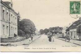41 - PEZOU - Route De Paris à La Sortie Du Bourg. Animée, BE. - Autres Communes