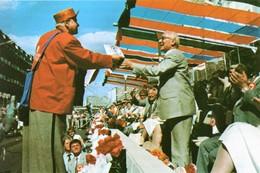 Militaria Guerre Froide - Erich Honecker Président De La DDR Au Défilé Du 1er Mai à Berlin-Est - Dokumente